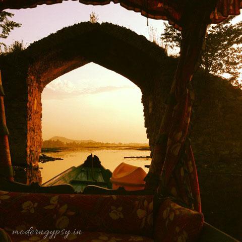 Dal lake srinagar kashmir sunset shikara ride mughal garden gate