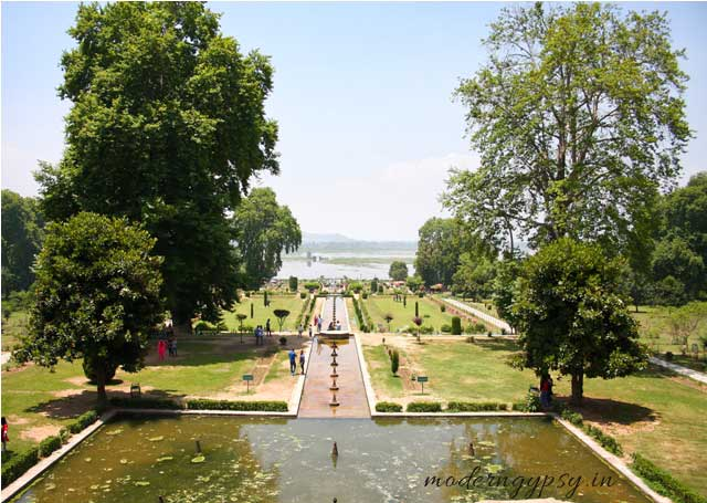 infinity pool water bodies in Mughal gardens