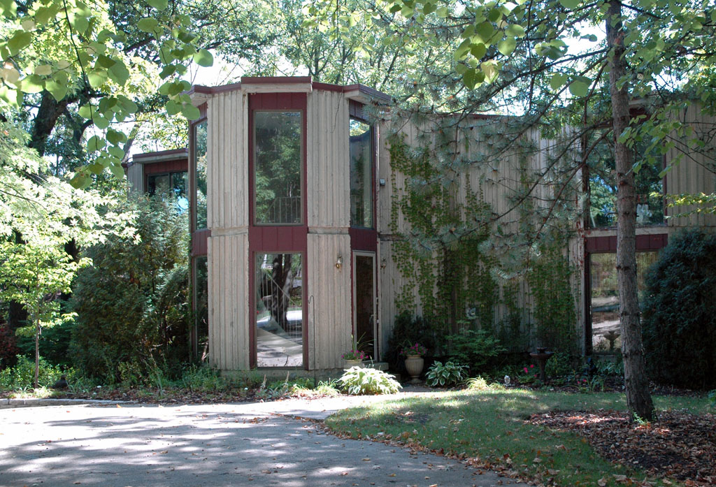 A Poured-Concrete House In The Woods