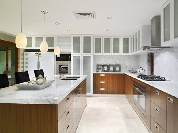 elegant-contemporary-interior-design-in-the-kitchen-with-full-kitchen-cabinet-in-wood-pattern-body-combine-white-color