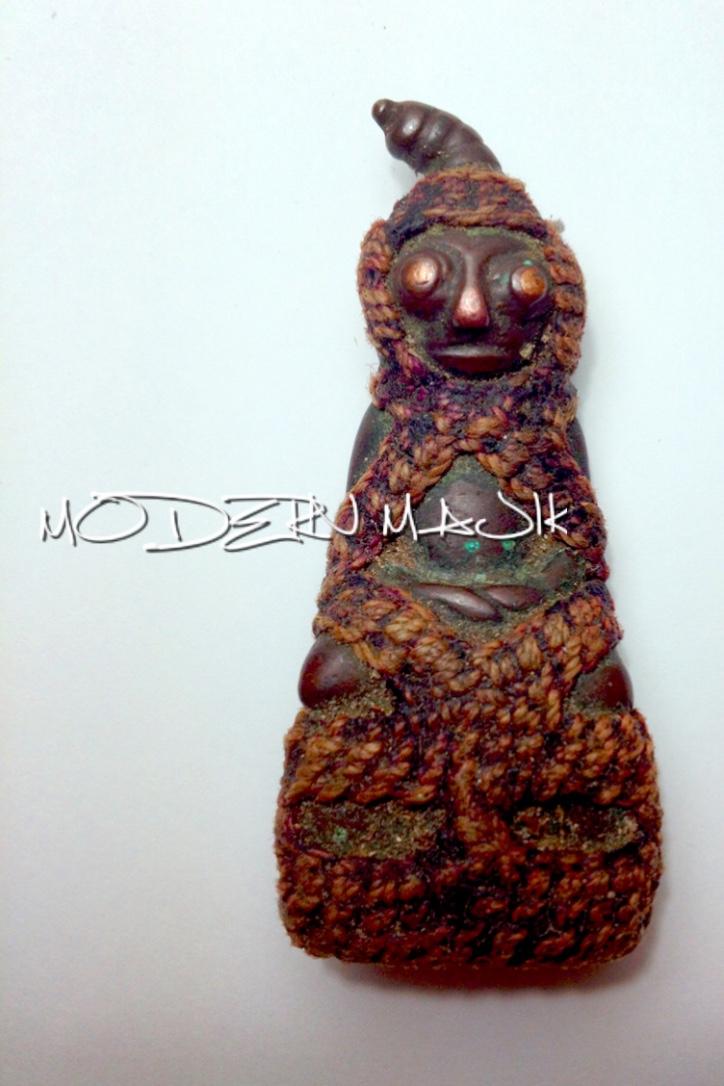 """งั่งเขมรเนื้อสำริดตาทองแดง """"ร่ำรวย"""" by MODERN MAJIK"""
