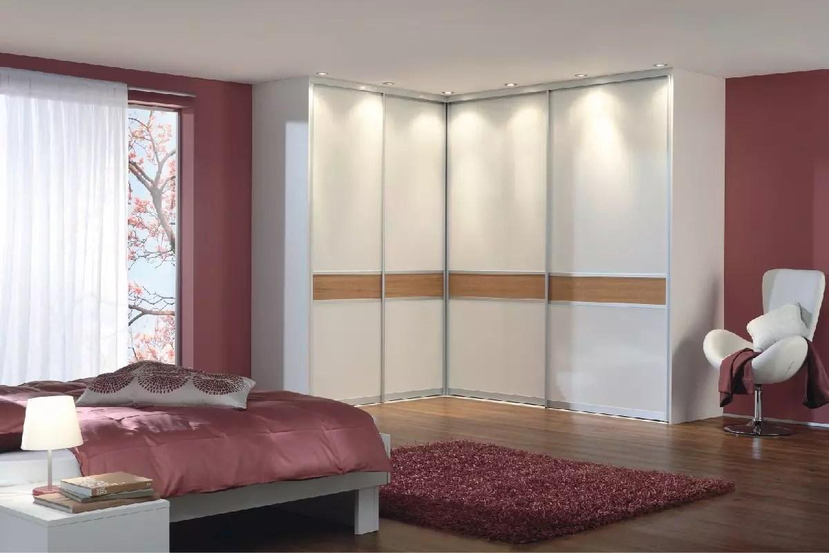 851a3c1dcde Друго предимство на вградения ъглов гардероб в спалнята е, че той може да  бъде проектиран така, че да скрие недостатъците на помещението.