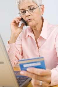 womanusingcreditcard