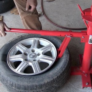 Harbor Freight manual Tire Changer review