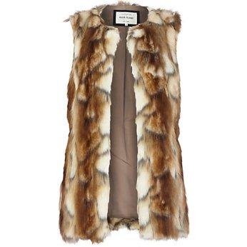 http://www.riverisland.de/women/coats--jackets/waistcoats--gilets/Light-brown-faux-fur-gilet-657238
