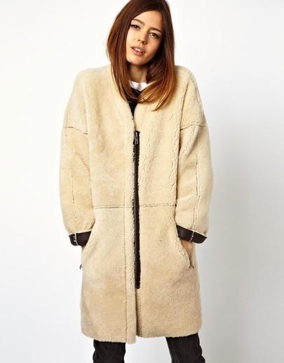 http://de.sheinside.com/Apricot-Long-Sleeve-Faux-Fur-Zipper-Coat-p-182582-cat-1735.html