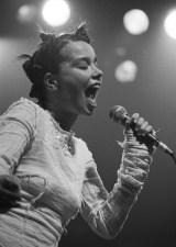 DEBUT (1993) ao vivo.