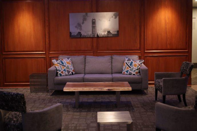 Ottawa-Embassy-Hotel-Suite-Chantsy-blog-Fashion-blogger-family-lobby
