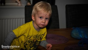 Charlie äter pepparkakor