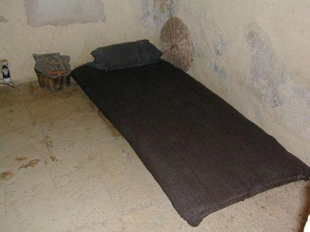 charbelova-postel