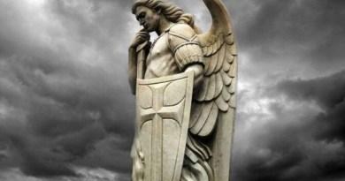 Arcibiskup Viganò prosí biskupov a kňazov, aby sa na Bielu sobotu pomodlili exorcizmus 'proti satanovi'
