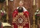 Vrchol Eucharistie: pozrieť sa na Pána alebo skloniť hlavu?