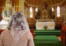 Žena so závojom na svätej omši nie je staromódna