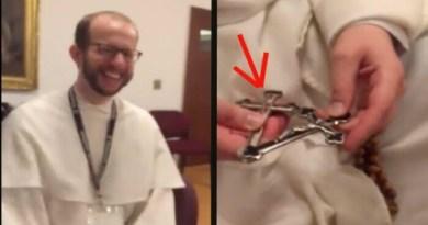 Dominikánsky mních zázračne objavil relikvie I. stupňa ukryté v ružencovom kríži