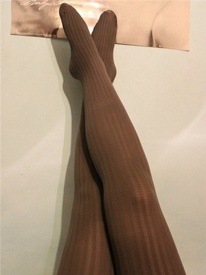 What can I wear with brown tights? 2