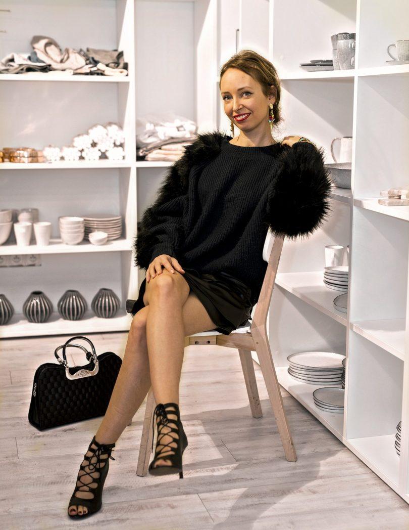 modny blog-blogerka-styling-bizuteria-sperky-elisha fox-styling-extravagantne topanky-stylove lodicky-kaviaren sort