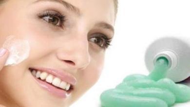 فوائد معجون الاسنان للبشرة والشعر