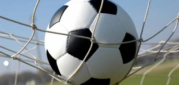 ما هي قوانين كرة القدم موضوع