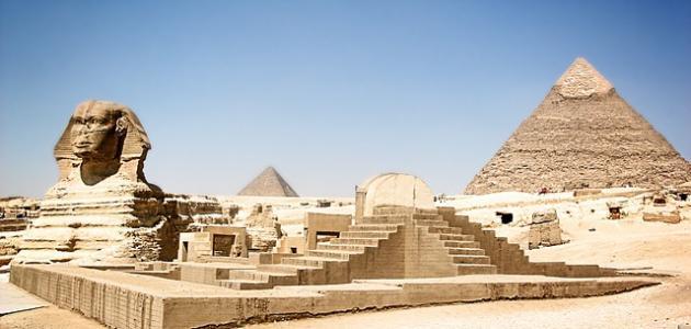 الاثار الموجوده في مصر بالنسبه للعالم