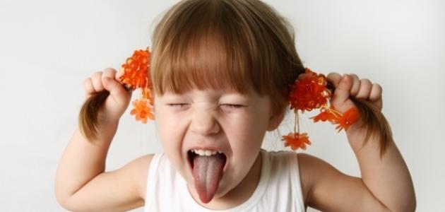 كيف نتعامل مع الطفل العنيد كثير البكاء موضوع