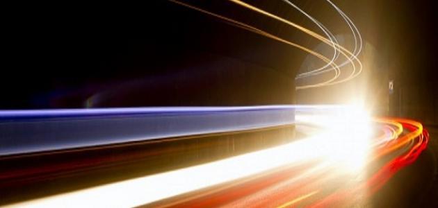 كيف تم قياس سرعة الضوء موضوع