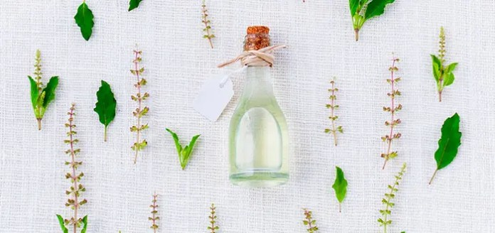 How do scents influence a person's productivity?