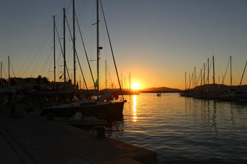 Por do sol no porto de Alghero