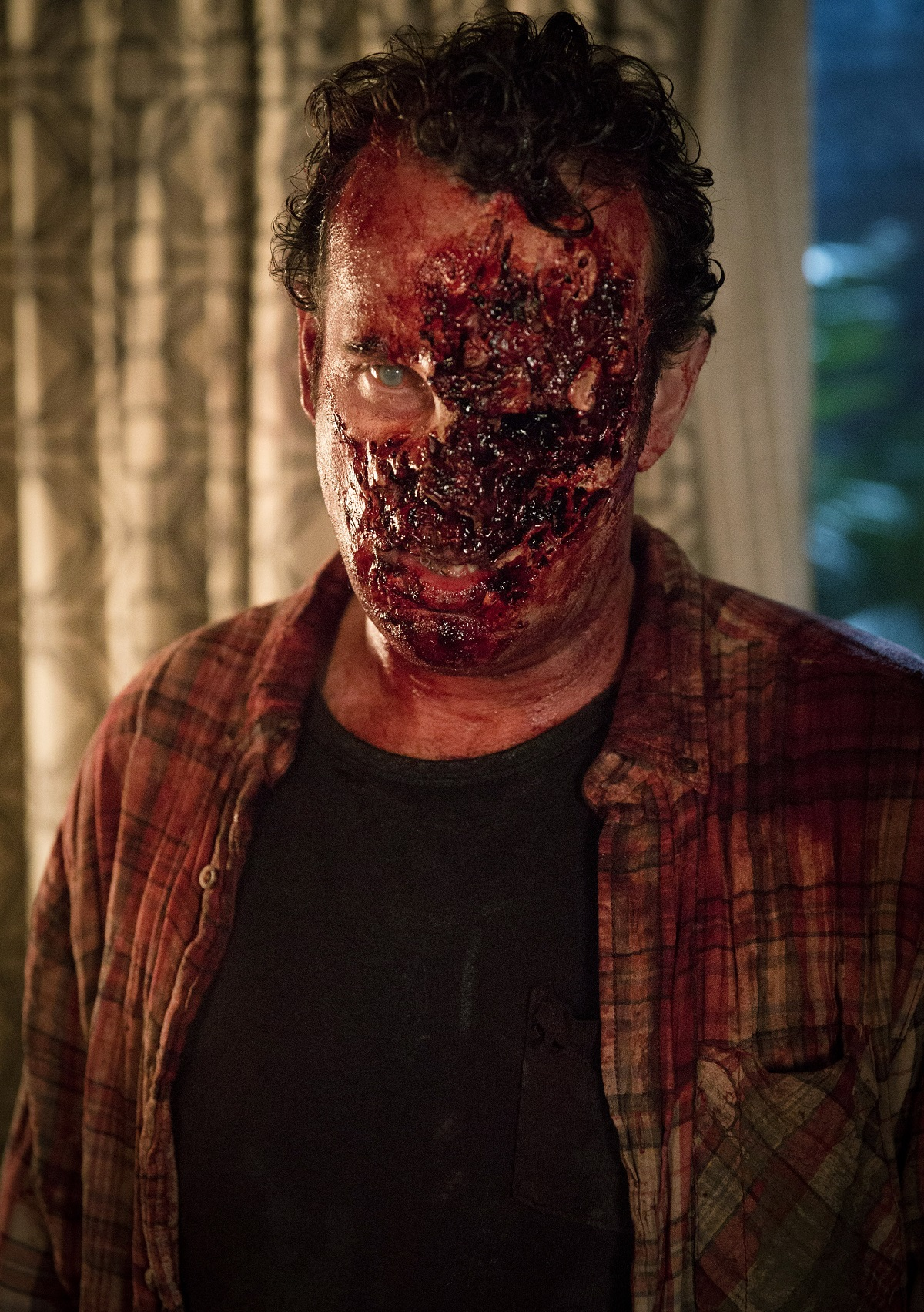 Walker - Fear the Walking Dead _ Season 1, Episode 3 - Photo Credit: Justina Mintz/AMC