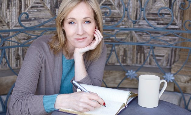 J.K. Rowling pone su cuento de hadas político para niños en espera