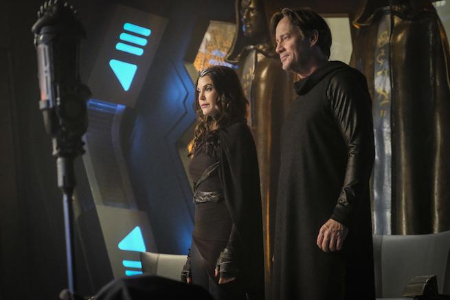 Reveladas las identidades de Teri Hatcher y Kevin Sorbo en Supergirl