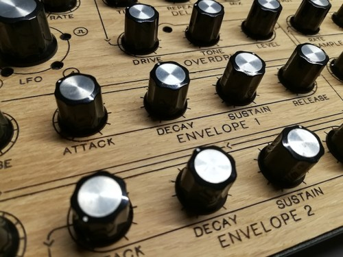 Behringer Neutron Overlay, Natural Oak Wood