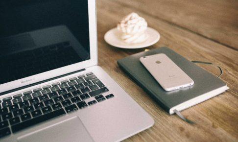 kaboompics-com_workspace-apple-macbook-iphone-and-notebook-on-the-desk_mini_mini_mini-1-1-1