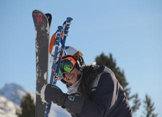 Georgina Cantwell skiing