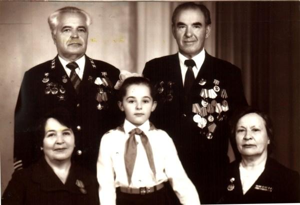 Во втором ряду справа командир партизанского отряда в годы войны, бывший председатель обкома профсоюза (в 1964-1979 годах) Иван Васильевич Зайцев.
