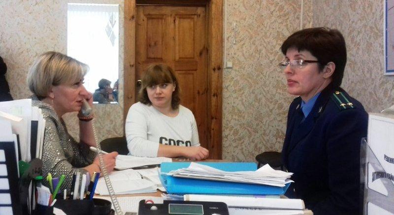 Выездной приём в Хотимском районе совместно с представителем прокуратуры провела правовой инспектор труда Татьяна СУДАКОВА