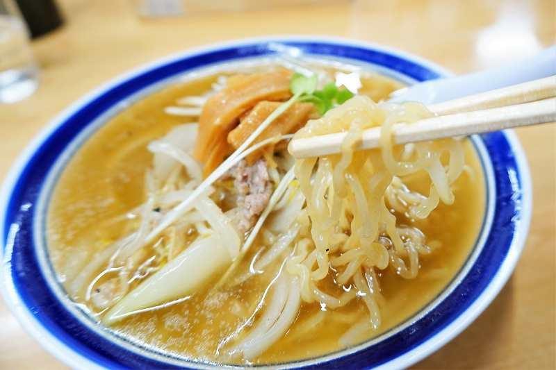 麺は「西山製麺」の多加水タイプ
