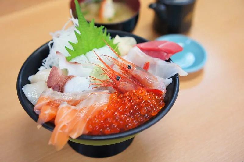 寿司処けいらんのおまかせ海鮮丼1,980円