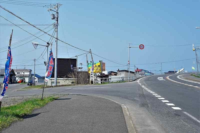 あつた港朝市手前の交差点を左に進む