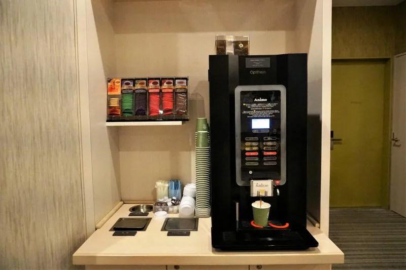 「JR INN 札幌駅南口」ラウンジの無料コーヒーコーナー