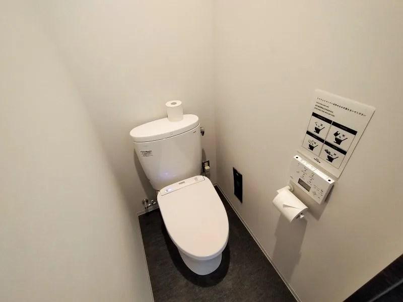 ホテルポットマムのダブルルームのトイレ