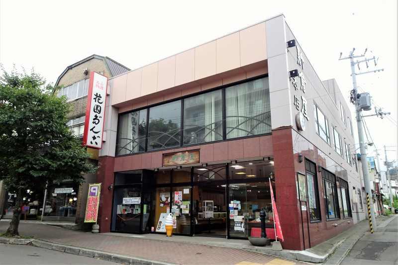 小樽新倉屋本店の外観