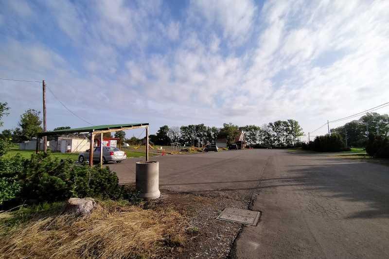 「三重湖公園キャンプ場」の駐車場