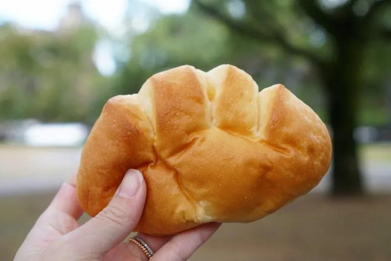 シャロンベーカリーのクリームパン