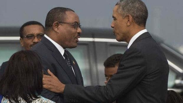 Obama greets Ethiopian Prime Minister Hailemariam Desalegn in Addis Ababa. Photo: Saul Loeb/Getty