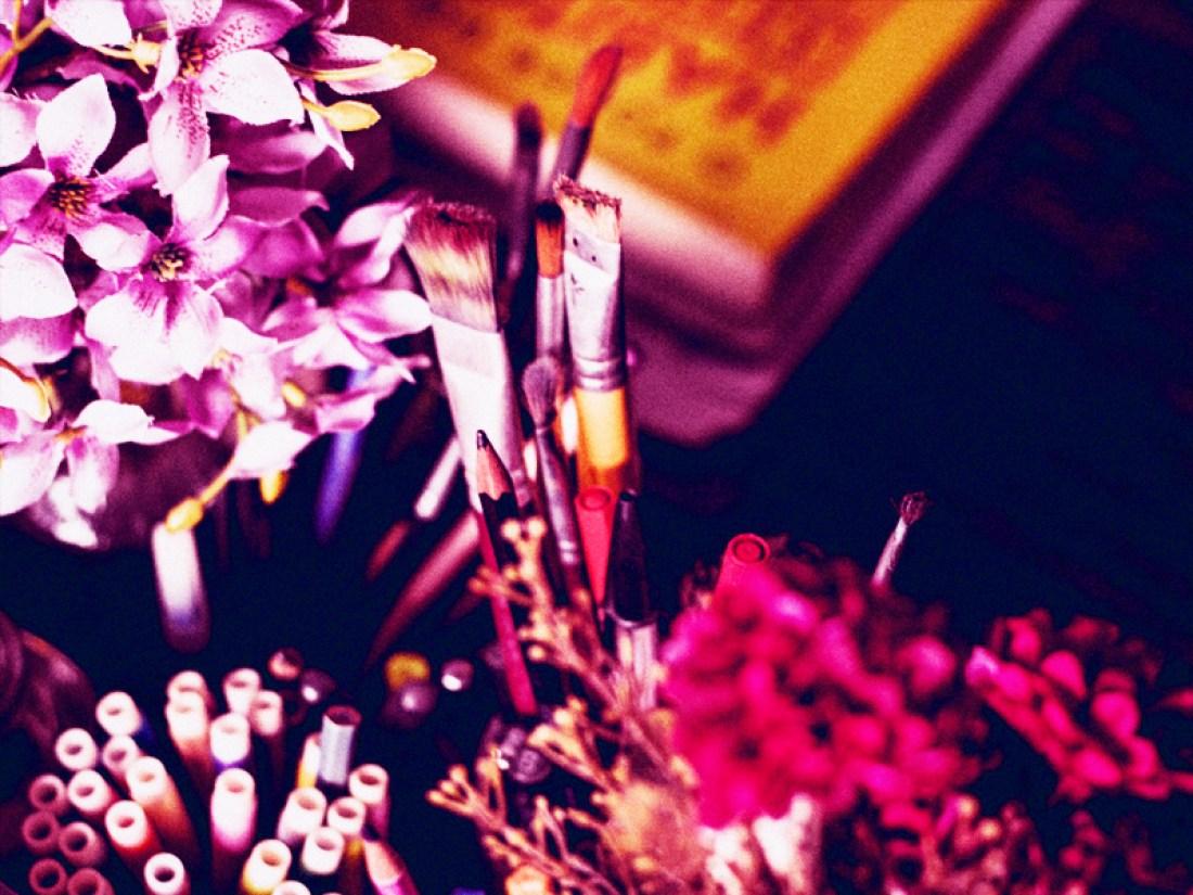 atelier studio de design france creatif artistic director directrice artistique graphiste besancon montbéliard doubs valentigney franche comte international national dessin crayon