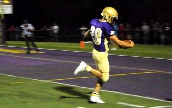 Dale Stanavich scores a touchdown