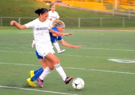 Jael Irizarry battles for the ball