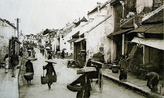 Phố Hàng Mắm, Hà Nội, đầu thế kỉ 20. (ảnh: Public Domain)