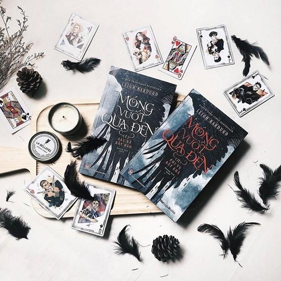 Móng Vuốt Quạ Đen - bộ sách fantasy dành cho người trưởng thành
