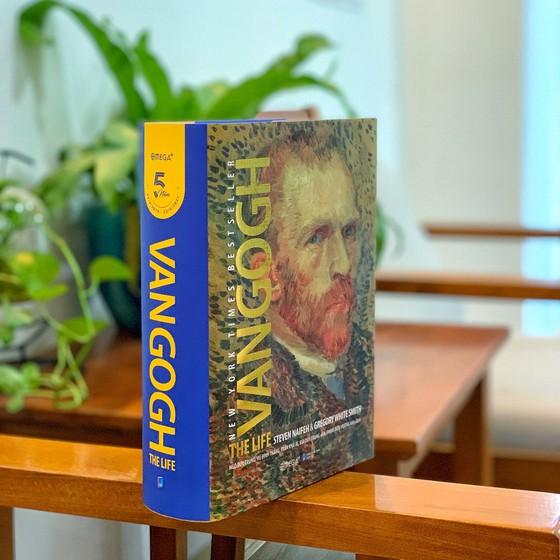 """Cuốn sách """"Cuộc đời Van Gogh"""""""